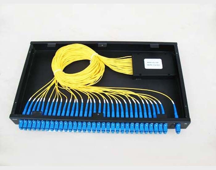 ประเทศจีน GR-1221 Compliance 1260~1650nm PLC Optical Fiber Splitter For Telecom Network ผู้ผลิต